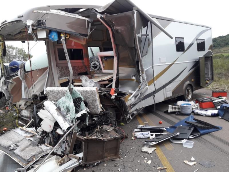 Casal ficou gravemente ferido na colisão