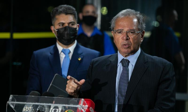 Custo do programa é R$ 9 bilhões por mês, diz ministro da Economia