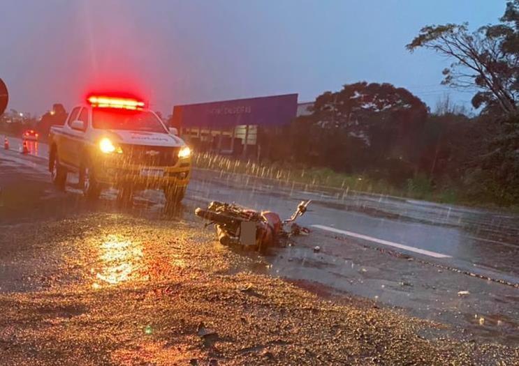 Colisão frontal com um caminhão aconteceu na manhã desta quinta-feira em Cruzeiro do Sul