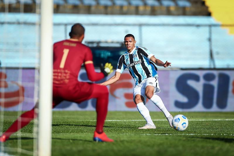 Grêmio empata sem gols com o Brasiliense e avança para as oitavas de final