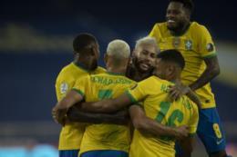 Brasil goleia o Peru e segue 100% na Copa América
