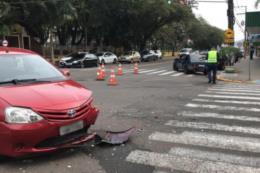 Idoso fica ferido em colisão entre dois carros em Santa Cruz