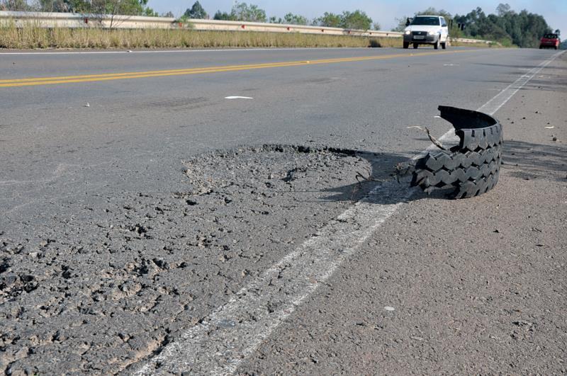 Asfalto danificado tem causado prejuízos aos motoristas