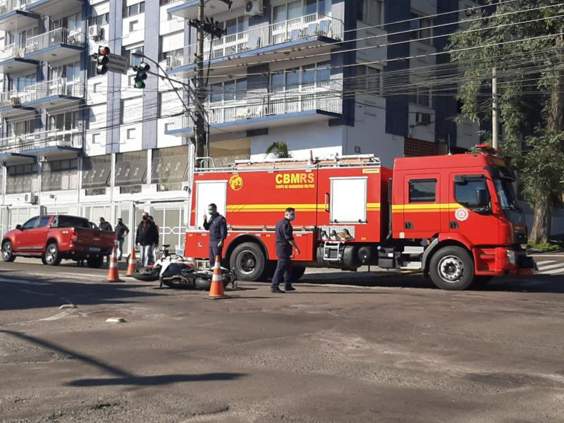 Acidente aconteceu na esquina das ruas Venâncio Aires com a Senador Pinheiro Machado