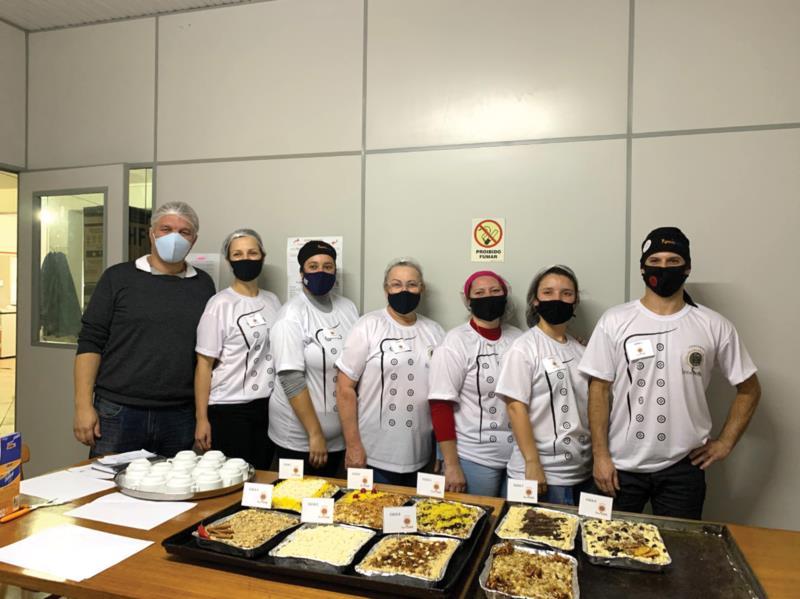 Funcionários participaram de criatividade e diversão na criação de deliciosas cucas