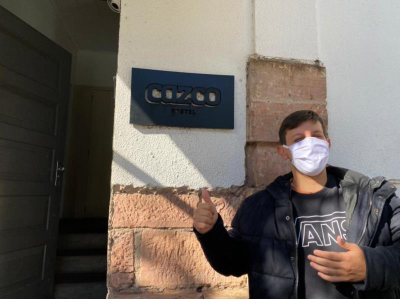 Bernardo administra o Cazco Hostel que se transformou em cooworking