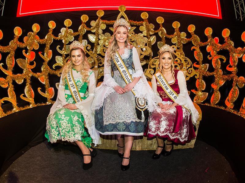 Trio eleito vai substituir a rainha Ana Paula Bohnen e as princesas Jayne Heck e Graziela Schoeninger