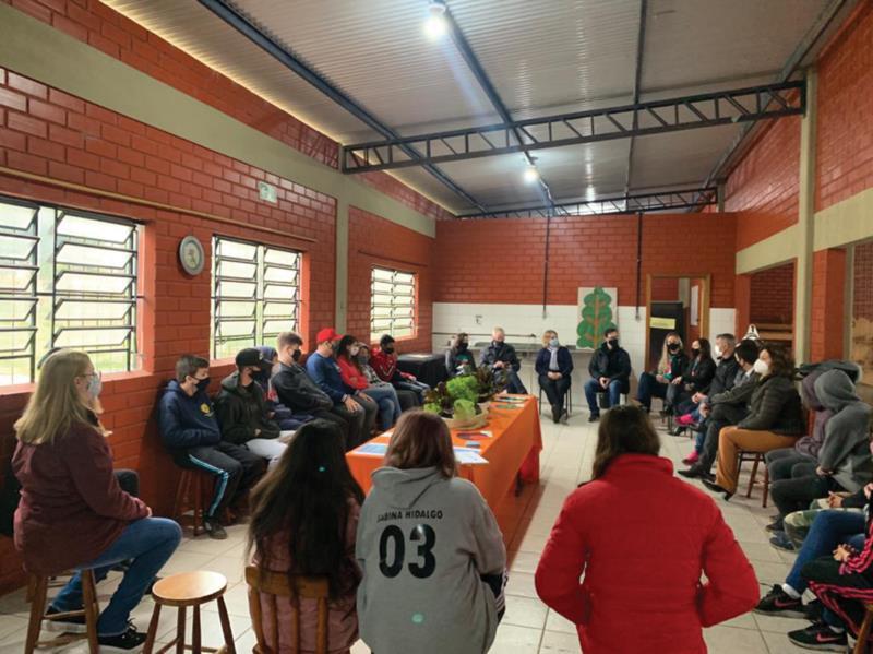 Cooperativa escolar recebeu diretores da Sicredi