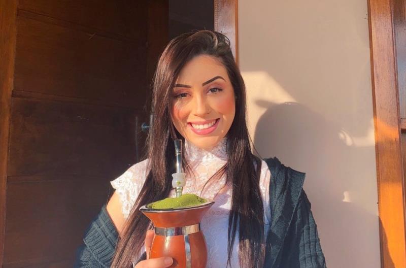 Candidata tem 21 anos e representa a Gata Urbana, Divina terra e Color Tintas