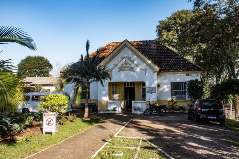 O local, situado em uma ampla casa de alvenaria com pátio, no Bairro Bom Jesus, serve de abrigo temporário a pessoas em situação de rua
