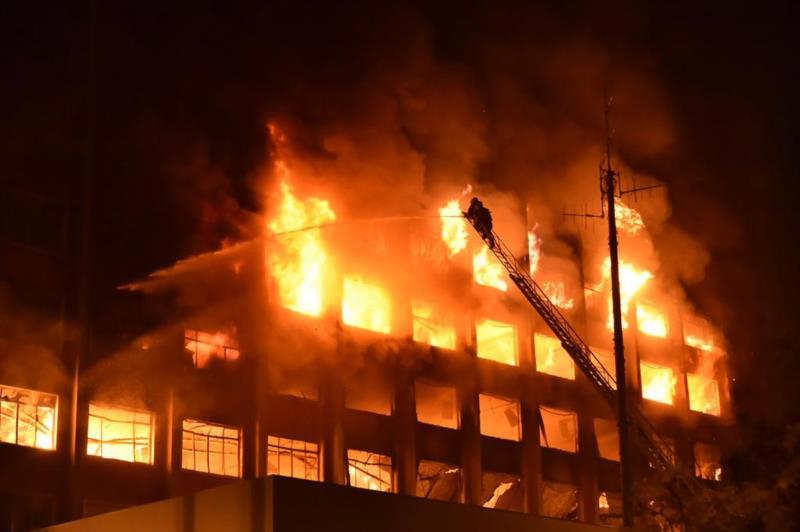 Segundo o comandante-geral dos Bombeiros, o prédio foi totalmente destruído pelas chamas