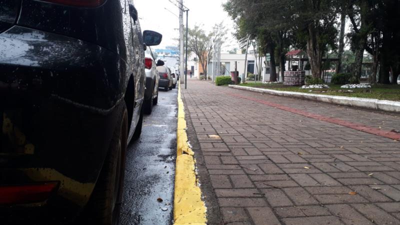 Prefeitura volta a restringir horário de estacionamento em rua de Vera Cruz
