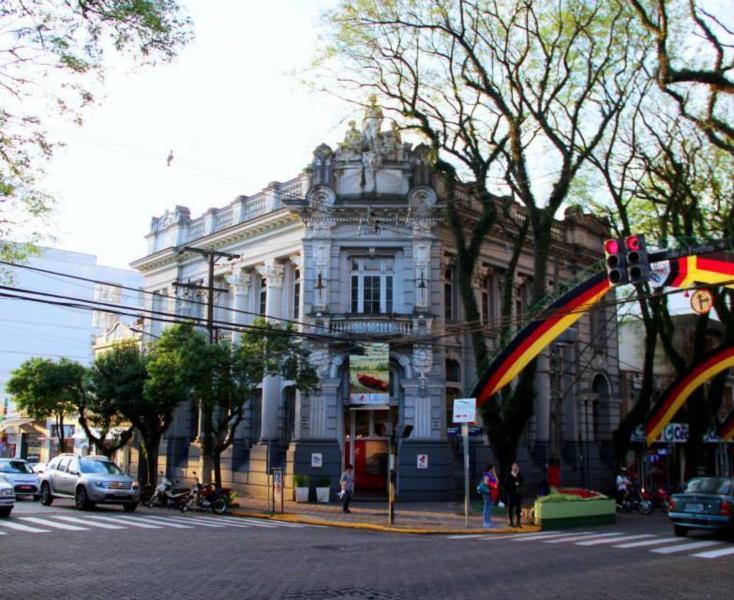 Casa das Artes Regina Simonis fica localizada na Rua Marechal Floriano, no centro de Santa Cruz