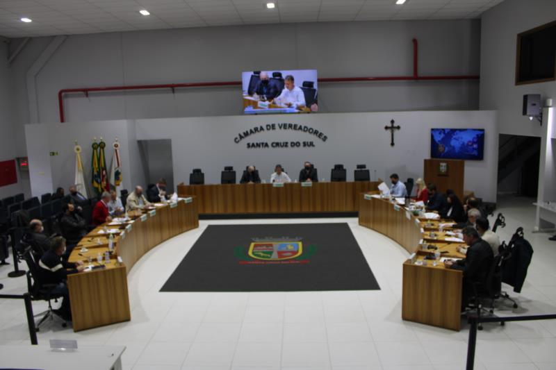 Sessão extraordinária foi realizada no início da tarde desta quinta-feira