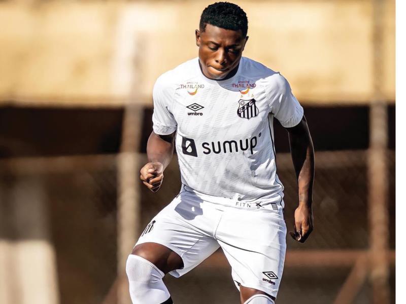 Victor Braga em ação pela equipe do Santos