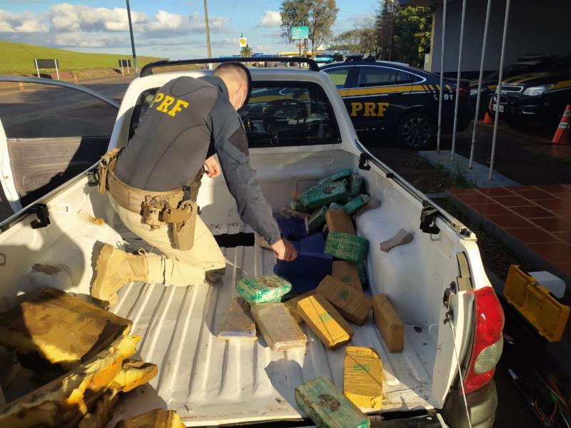 PRF prende casal com 50 quilos de cocaína e pasta base escondidos na lataria de caminhonete na BR-386