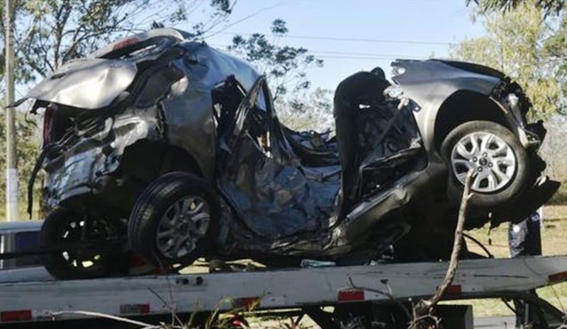 Alexsandro Javier, de 20 anos, colidiu o carro que dirigia contra uma árvore