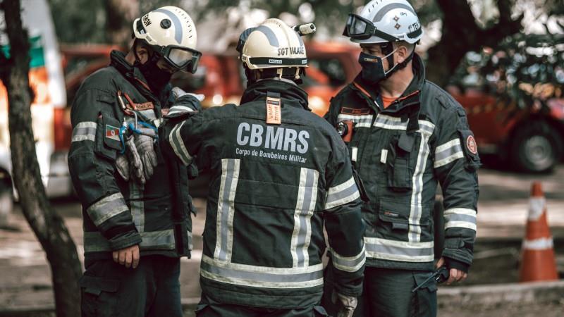 Para garantir segurança do efetivo na ação, é feita análise de engenharia da estrutura colapsada