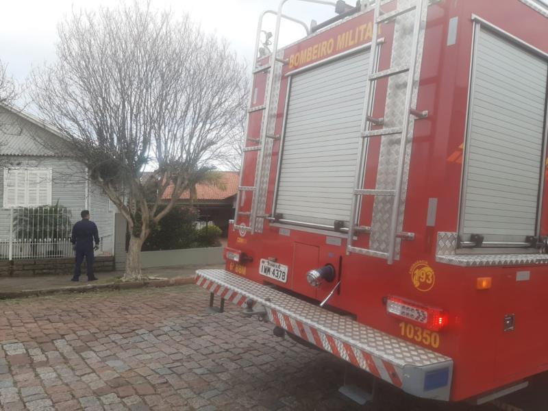 Princípio de incêndio em lareira mobiliza bombeiros em Santa Cruz
