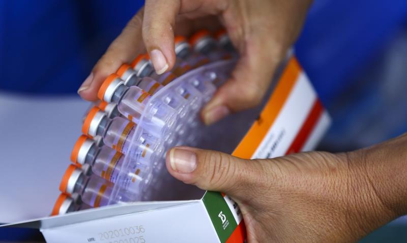 Mais de 63% da população adulta da Capital do Chimarrão já recebeu a primeira dose