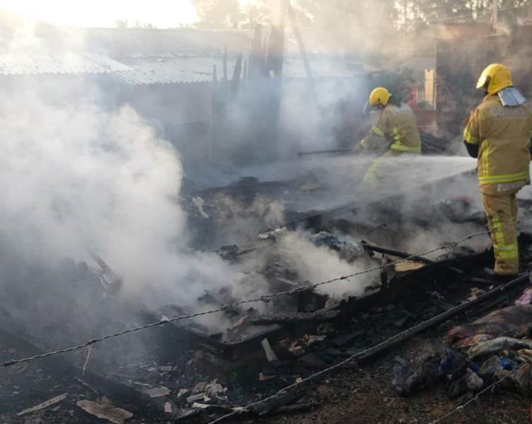 Incêndio aconteceu na tarde desta quinta-feira
