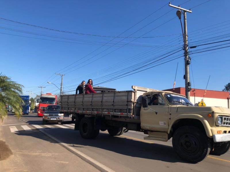 Desfile do colono e motorista marca o domingo em Venâncio Aires