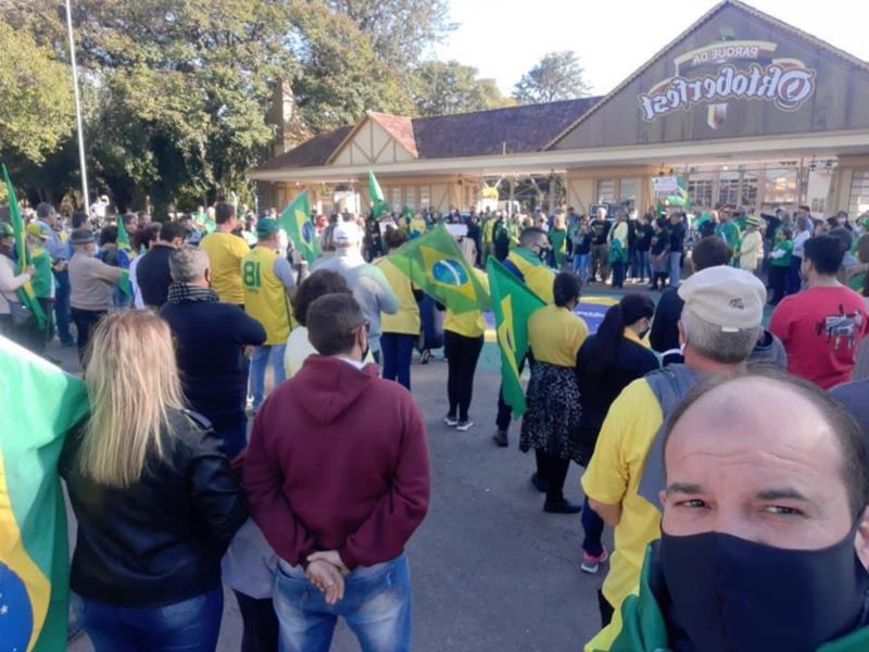 Manifestantes se mobilizam a favor de Bolsonaro e do voto impresso