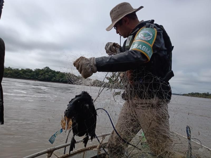 Brigada Militar apreende redes de pesca no Rio Jacuí