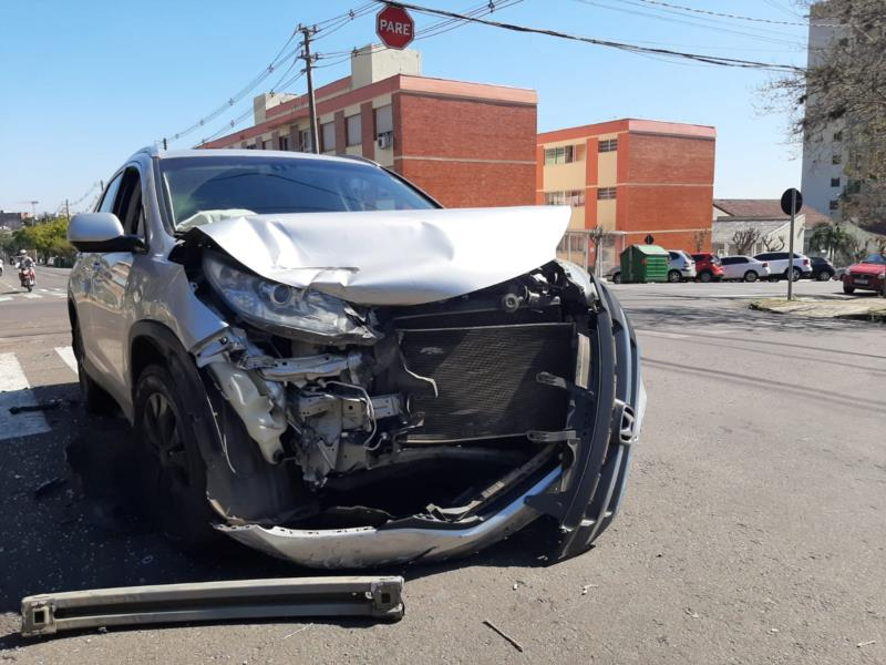 Duas pessoas ocupantes do veículo CR-V foram encaminhadas para atendimento médico