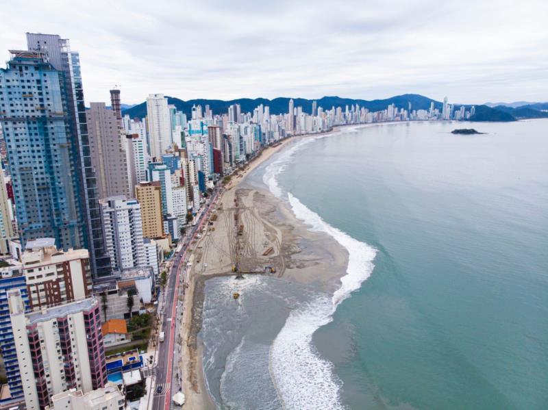 FOTOS: Balneário Camboriú avança em obra de extensão da faixa de areia