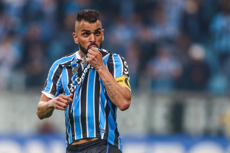 Maicon deixa o Grêmio após seis temporadas