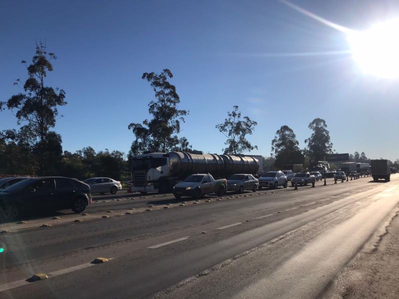 Motoristas protestam no local por meio de buzinaço