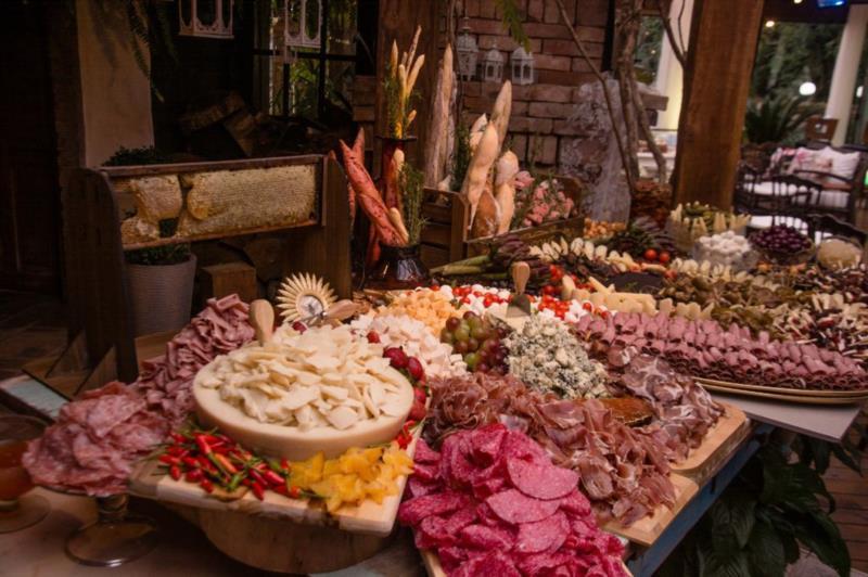 Unindo amor e talento pela culinária, chef Mariana Almeida aposta na gastronomia personalizada