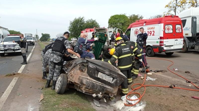 O condutor do automóvel acabou não resistindo e morreu no local