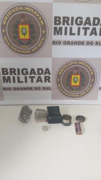 Drogas foram apreendidas na mochila do condutor