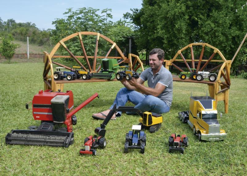 Leonir vai expor as miniaturas de máquinas agrícolas na Expointer