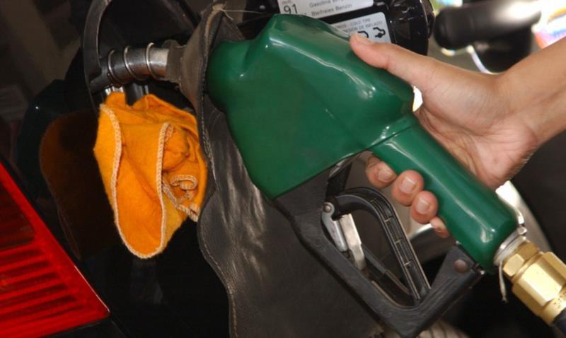 Segundo Bolsonaro, o preço da gasolina poderia estar R$ 1,20 mais barato