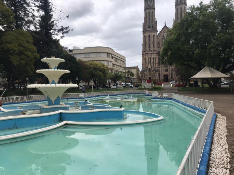 Chafariz da Praça Getúlio Vargas passa por reforma