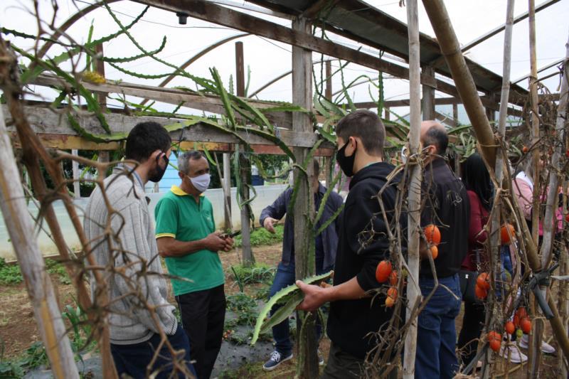 Comitiva de agricultores do Vale do Taquari visitou propriedades e cooperativas na região na última sexta-feira