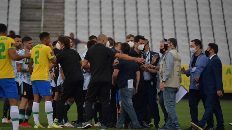 Agentes da Anvisa interrompem partida entre Brasil e Argentina