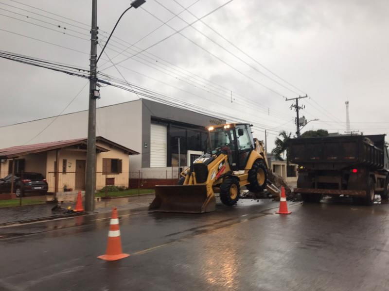 Adutora de 250 mm rompeu na Rua São José