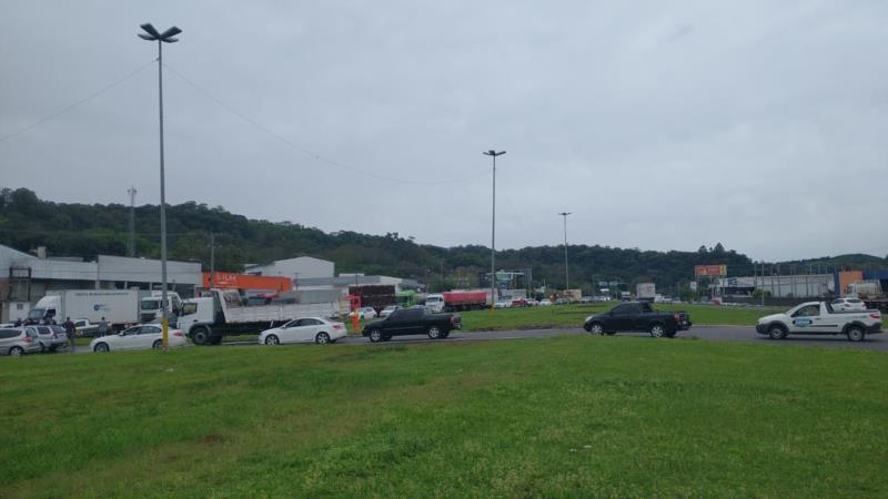 Mobilização ocorre no trevo do Gaúcho Diesel