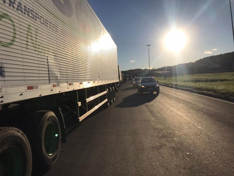 Paralisação ocorre nesta quinta-feira no trevo do Gaúcho Diesel
