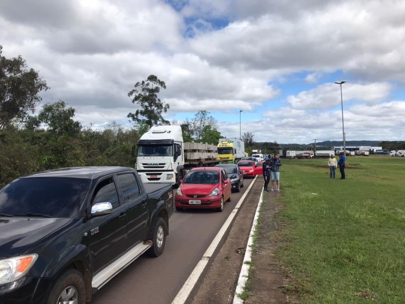 Manifestação ocorre no trevo do Gaúcho Diesel