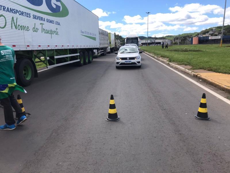 Trânsito foi bloqueado para veículos de passeio