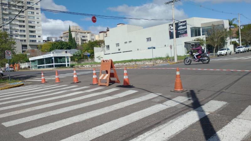 Bloqueio na Rua Venâncio Aires no entroncamento com a Rua Tiradentes