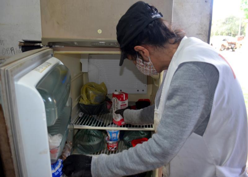 Para manter a geladeira cheia, Giane dribla os gastos