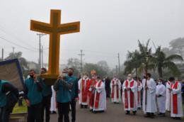 Ao todo, 150 fiéis participam de forma presencial da procissão
