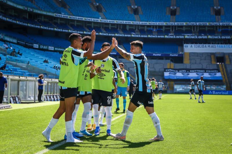 Gols foram anotados por Diego Souza e Ferreira, no final da etapa inicial