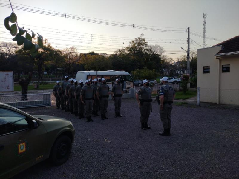 Os 20 alunos soldados trabalharam na atividade de policiamento ostensivo a pé e motorizados, reforçando a segurança pública